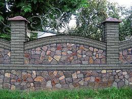 забор из натуральногок амня